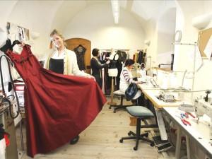 Regina Wienerroither in der Manufaktur