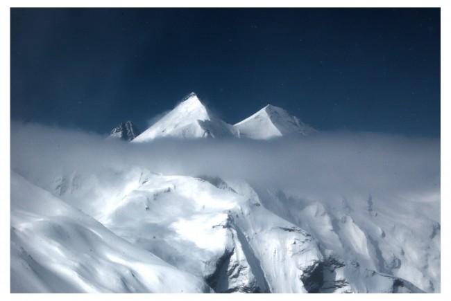 Kurz blitzt auch der Großglockner hinter den schneebedeckten Gipfeln hervor.