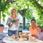 Die Familie beim Salzburger BioFrühstück