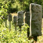 Steinpfähle mit geheimnisvollen Chiffren