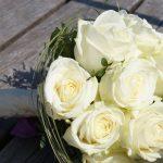 Brautstrauß aus hellen Rosen