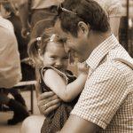 Knuddeln mit dem Papa ist doch am Schönsten