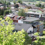 Kuschelhotel vom Schlossberg gesehen