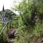Schlossberg mit romantischem Waldweg