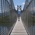Hängebrücke über den Bergsee