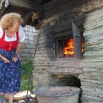 Roswitha prüft das Feuer
