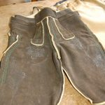 Diese Hose ist bereit zum Fertigsticken
