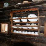 Tellerbord in der Hütte