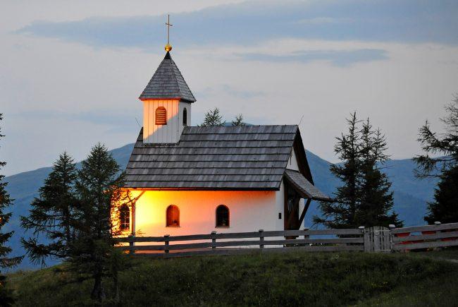 in 1850m Seehöhe am Katschberg eignet sich die Gamskogelhütte mit der Marienkapelle besonders für Ihren schönsten Tag im Leben. In der wunderbaren Kulisse der umliegenden Berge werden auch Sie unvergessliche Stunden erleben.