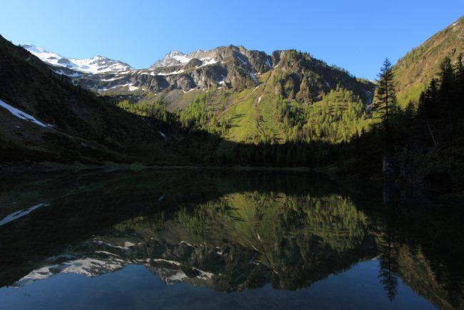 Der Schödersee in seiner vollen Pracht. Hier kurz bevor die Sonne den Berg herabsteigt (im Juni ca. 7:45 Uhr)
