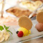 Mango- und Schokoladeneis im Café Icezeit