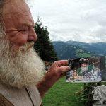 Eigene Autogrammkarten begleiten Fritz auf seine Reisen durch die Welt