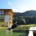 Eine herrliche Erfrischung im hauseigenen Bio-Schwimmteich