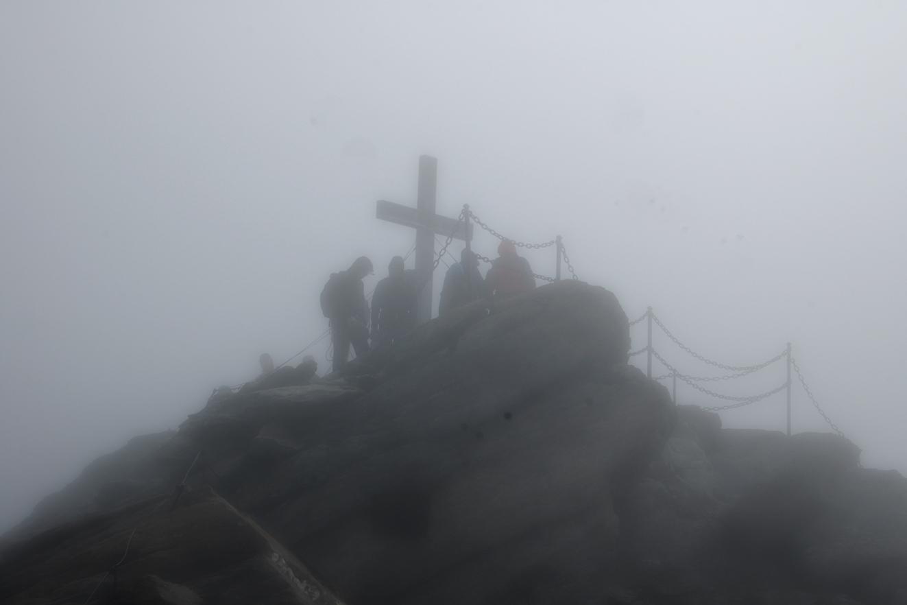 Der Gipfel im Nebel.