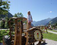 Riesentraktor aus Holz