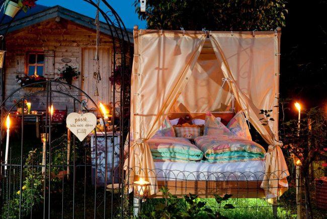 ein bett im garten salzburgerland magazin. Black Bedroom Furniture Sets. Home Design Ideas