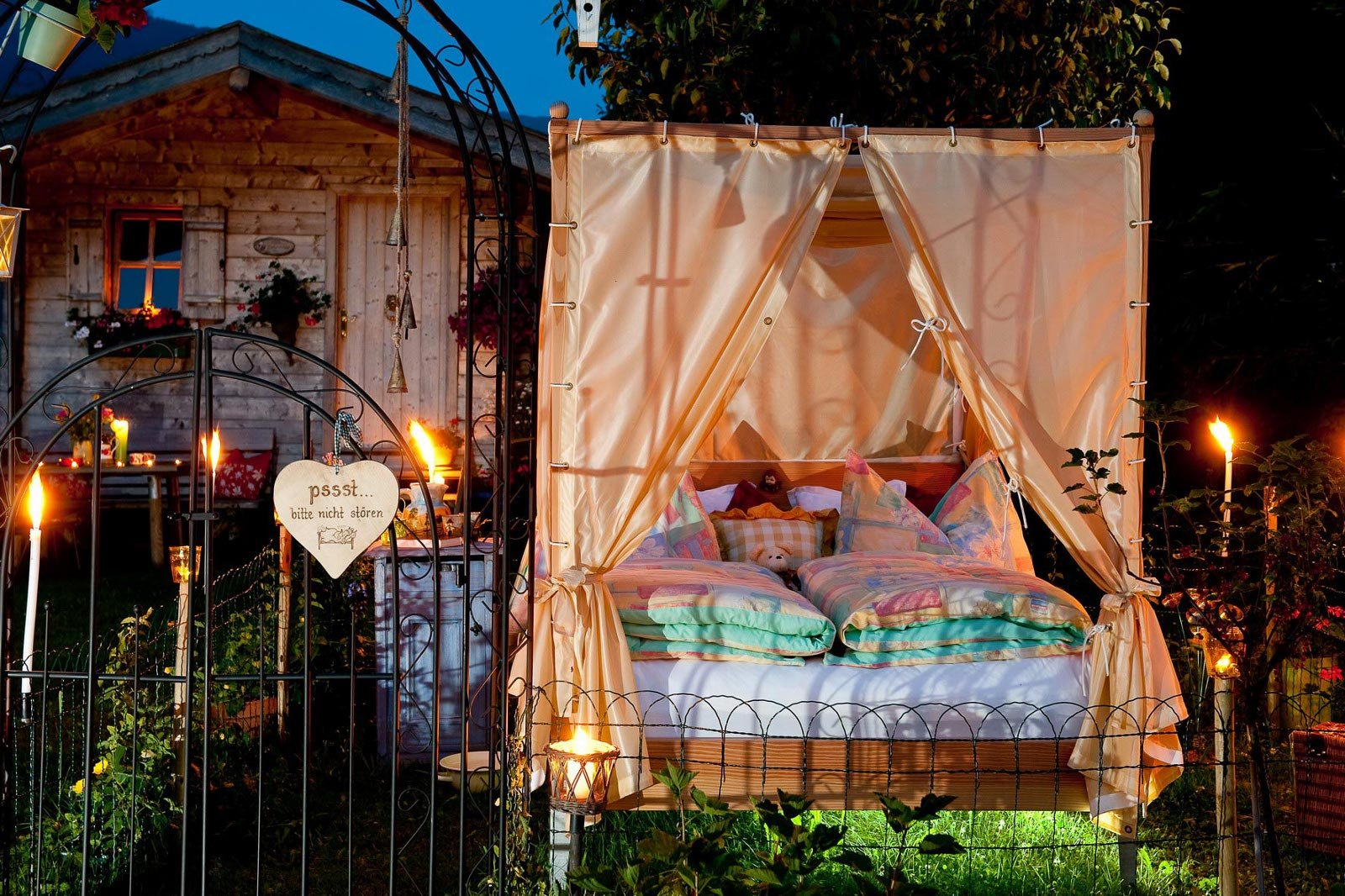 Ein Bett Im Garten | Salzburgerland Magazin Himmelbetten Fur Draussen