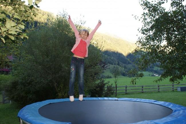 f r kinder das gr te das trampolin im garten. Black Bedroom Furniture Sets. Home Design Ideas