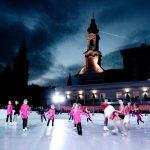 Schlittschuhlaufen am Mozartplatz mit den Mini Mozarts (c) wildbild