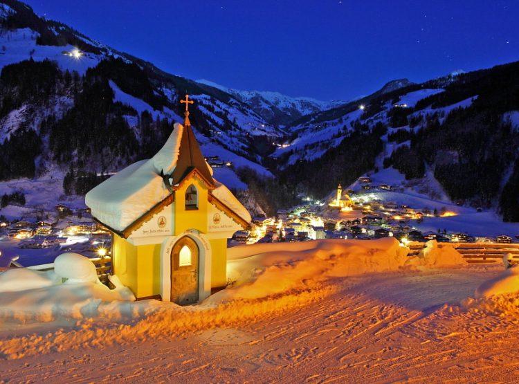 Aigenkapelle in Großarl beim Bauernhof Aigengut mit Blick auf Großarl