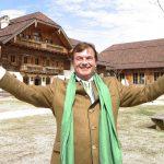 Michael Aufhauser in seinem Tierparadies in Henndorf