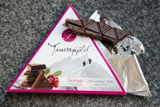 Nur Zutaten der hoechsten Qualitaet kommen in diese handgeschoepfte Schokolade.