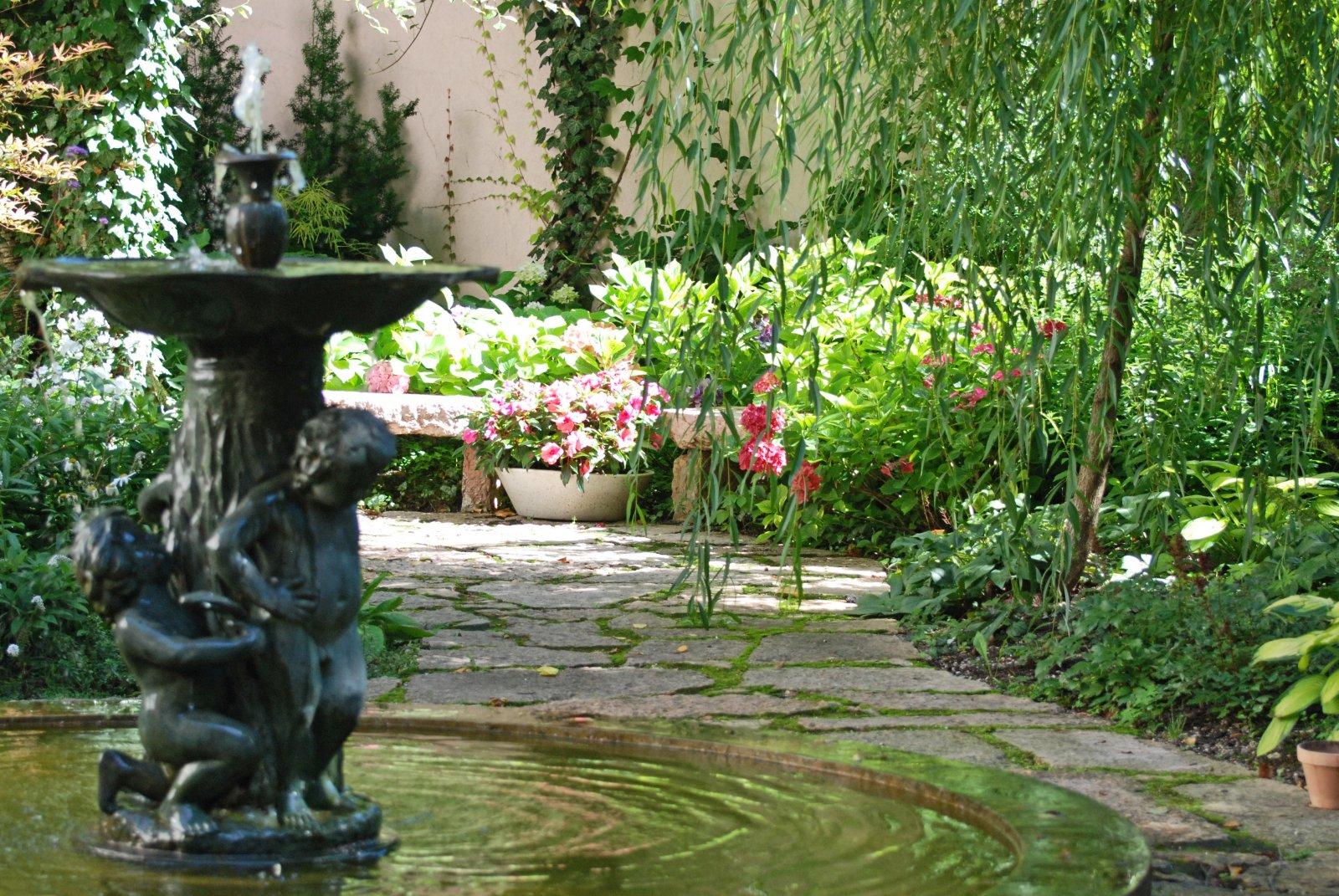 Licht und Schatten in der Auersperg-Gartenoase