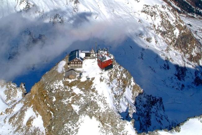 Der Sonnblick mit 3106m ein imposanter Riese auf dessen Gipfel das Sonnblick Observatorium steht und unmittelbar das Zittelhaus angebaut ist.