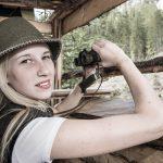 Sarah auf der Pirsch mit dem Filzhut Franzi
