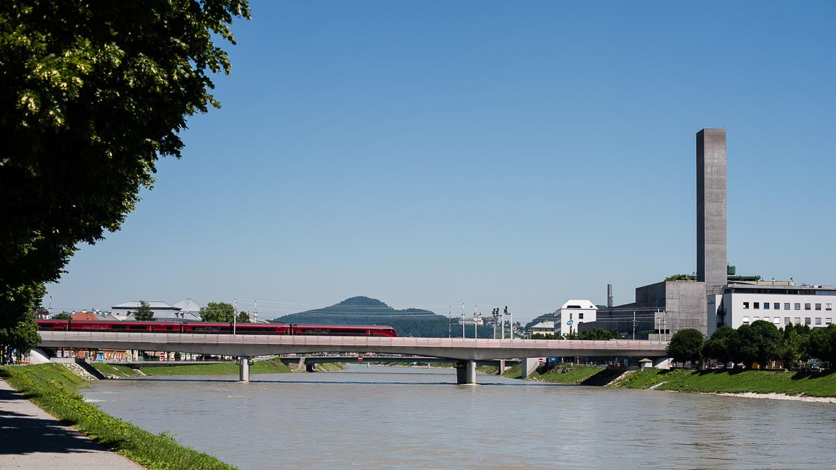 Die neue Eisenbahbrücke wurde 2008 feierlich eröffnet