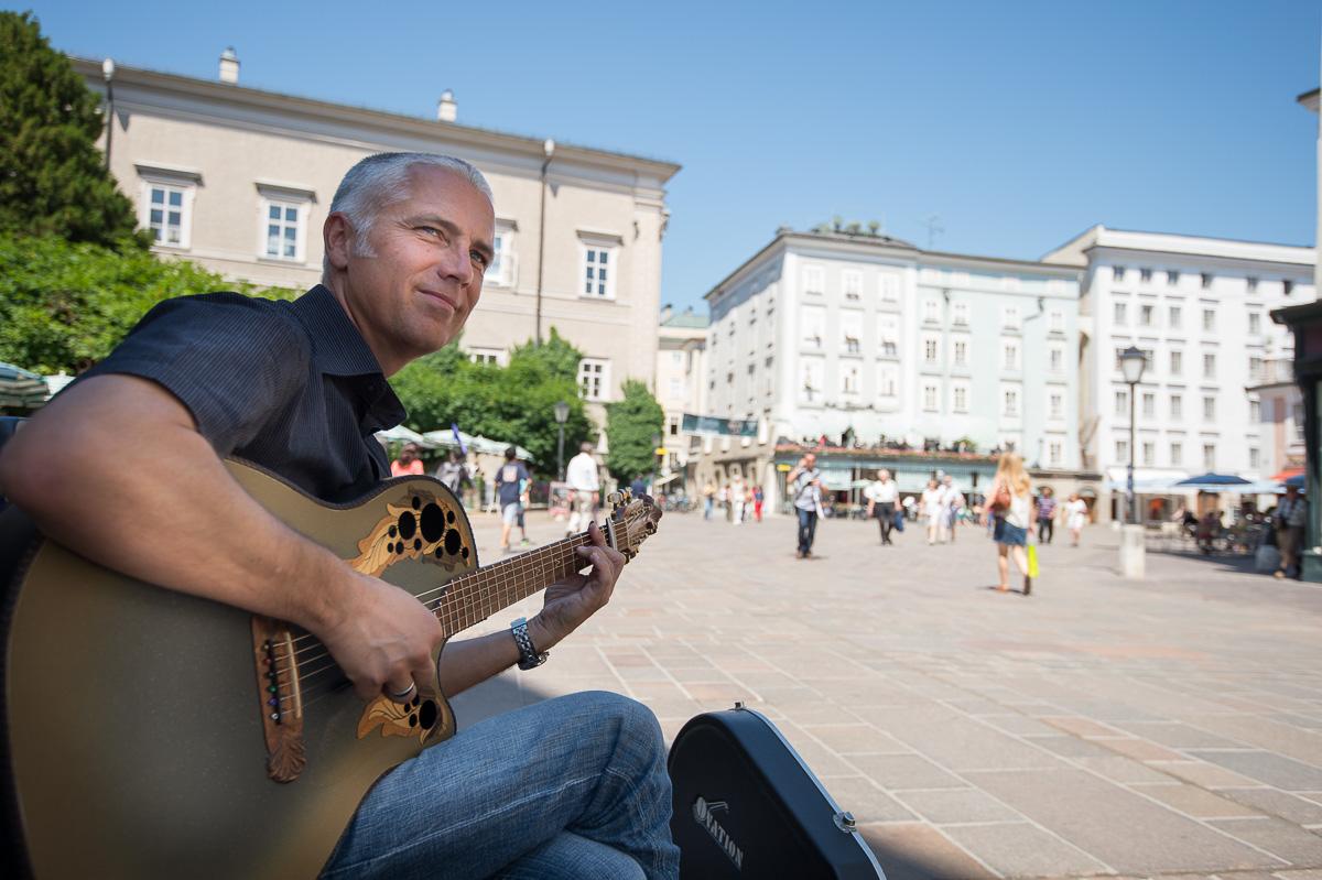 Früher hat Spannhoff in einer Bank gearbeitet, jetzt ist er mit seinem Dasein als Musiker glücklicher.
