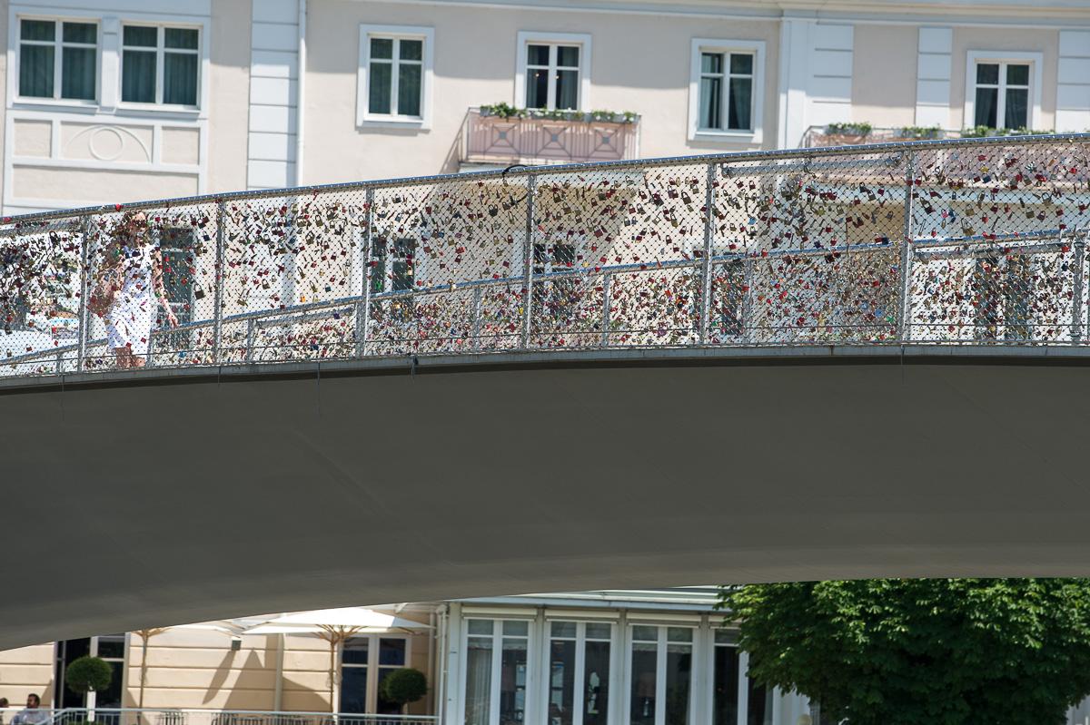 Der Makartsteg, führt direkt vom Markatplatz in die Salzburger Altstadt