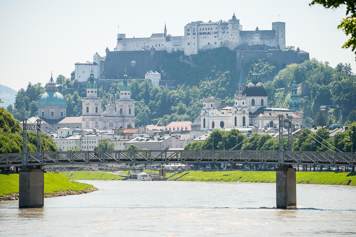 Die Stadt Salzburg mit seinen insgesamt 13 Bürken über die Salzach