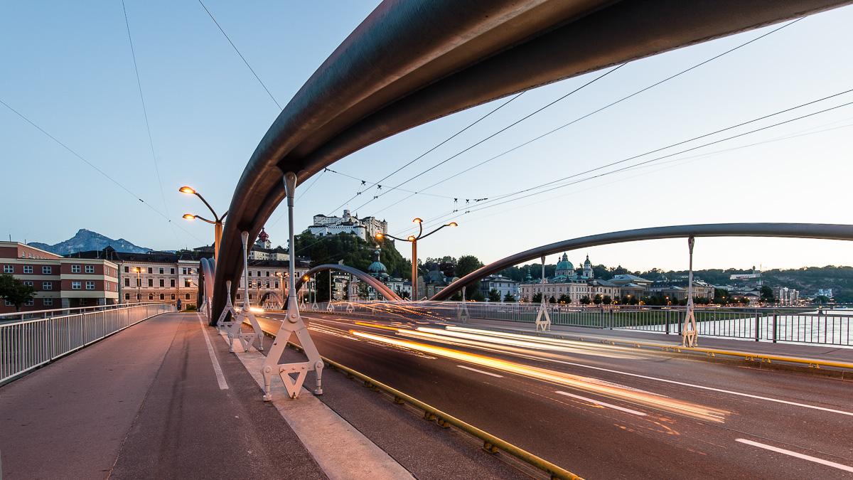 Die Staatsbrücke, die wichtigste Verbindung für den Verkehr in der Stadt Salzburg