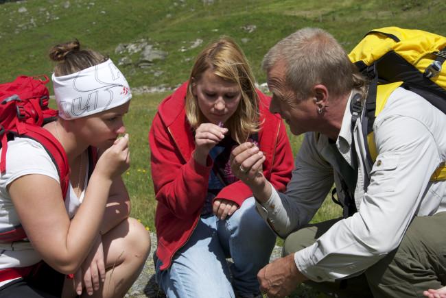 Unterwegs mit dem Nationalparkranger. c Claus Muhr/Satel Film 2012