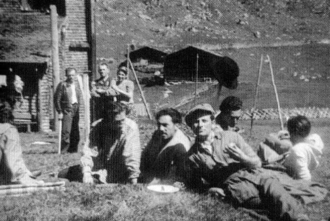 Judenwanderung 1947 - aus der Sammlung von A.Geisler (Das Krimmler Tauernhaus und seine Umgebung in Geschichte und Gegenwart)