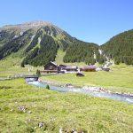 Das Krimmler Tauernhaus ist ein moderner alpiner Stützpunkt für Bergsteiger, Tourengeher und Individualurlauber, die sich mit der Natur tief verbunden fühlen.