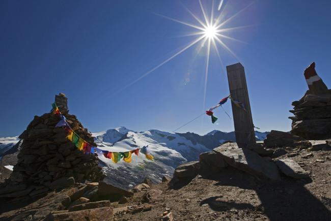 Tibetfahnen auf der Larmscharte