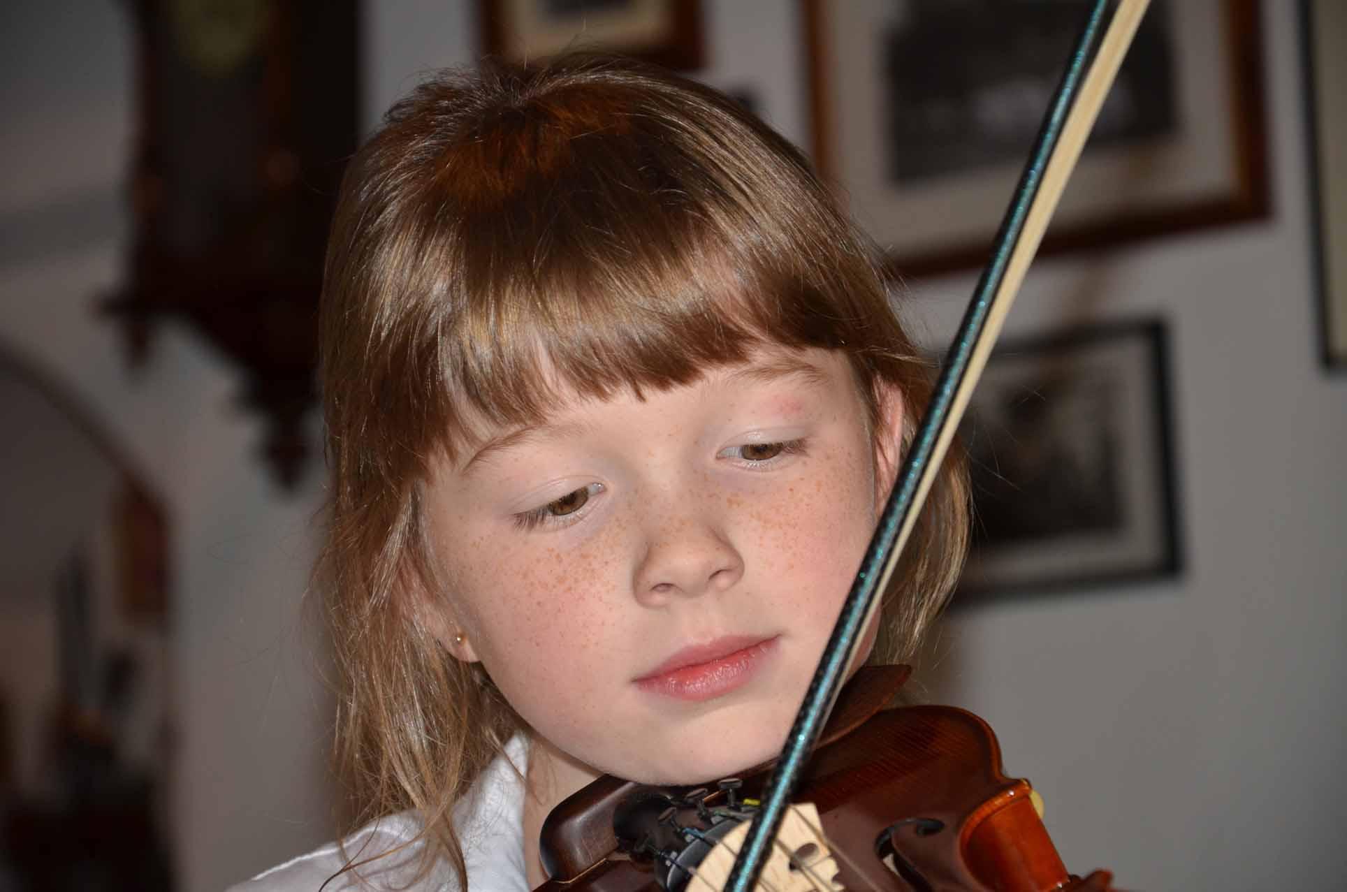 Katharina spielt den Polka