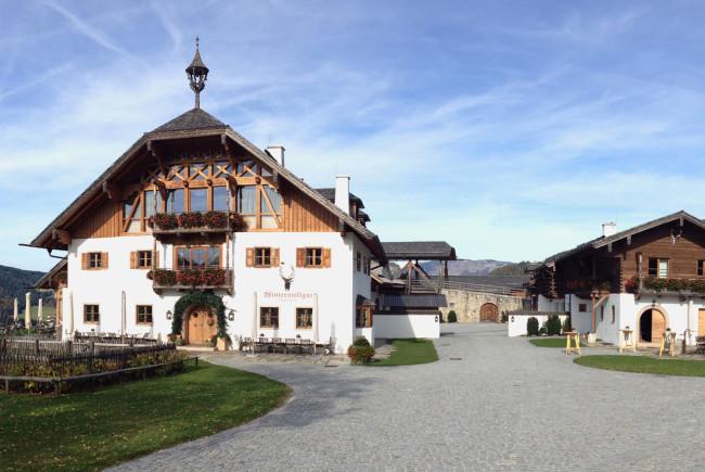 Ein Blick zurück: Das Winterstellgut mit Schnapsbrennerei und Weinkeller.