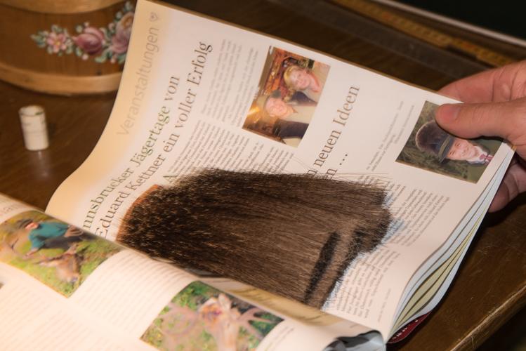 Die Haare werden über Jahre gesammelt.
