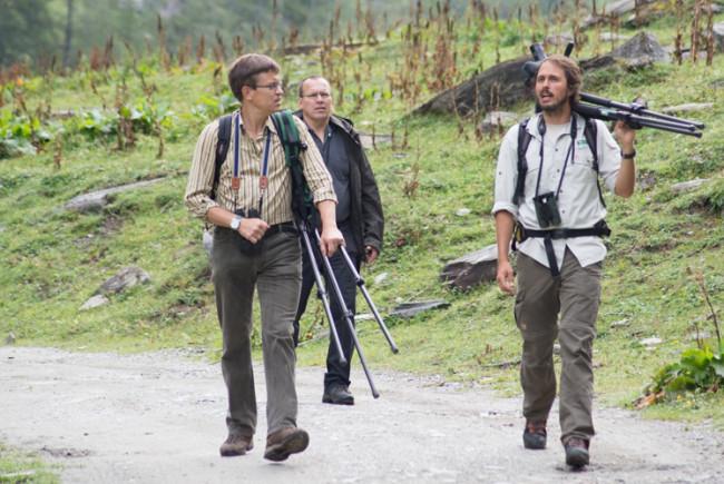 Während der Wanderung erzählt NP Ranger Martin Wissenswertes über die Greifvögel.