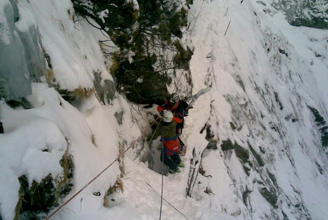 Seilsicherungen für die Bergung im Eis