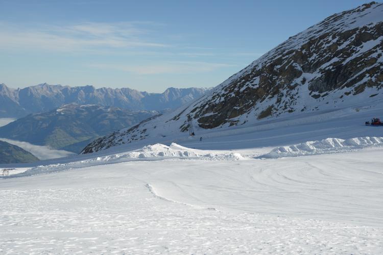 ... und mit den einsetzenden Schneefällen wächst auch der Snowpark.