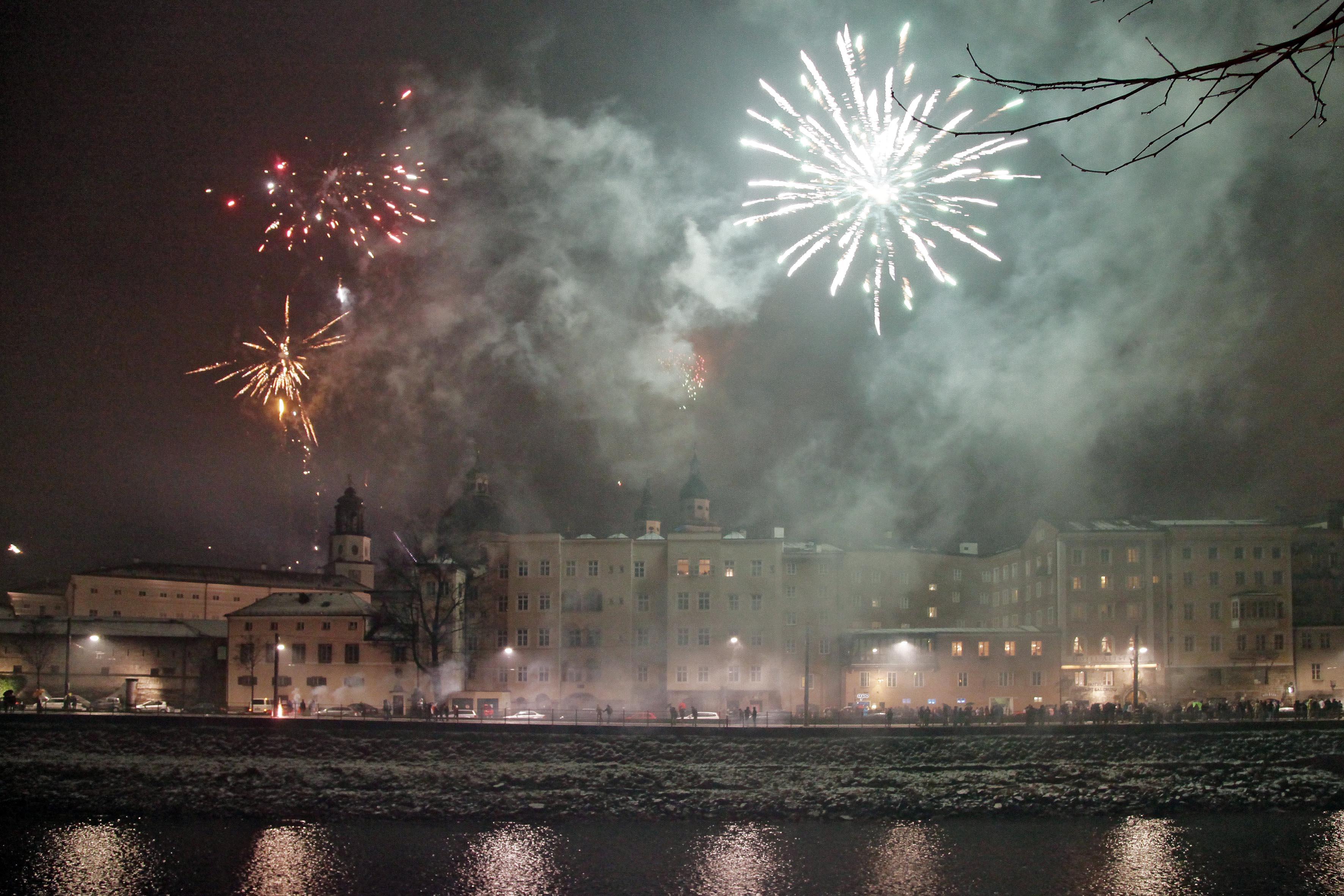 Salzburg Kulisse in Raketen getaucht