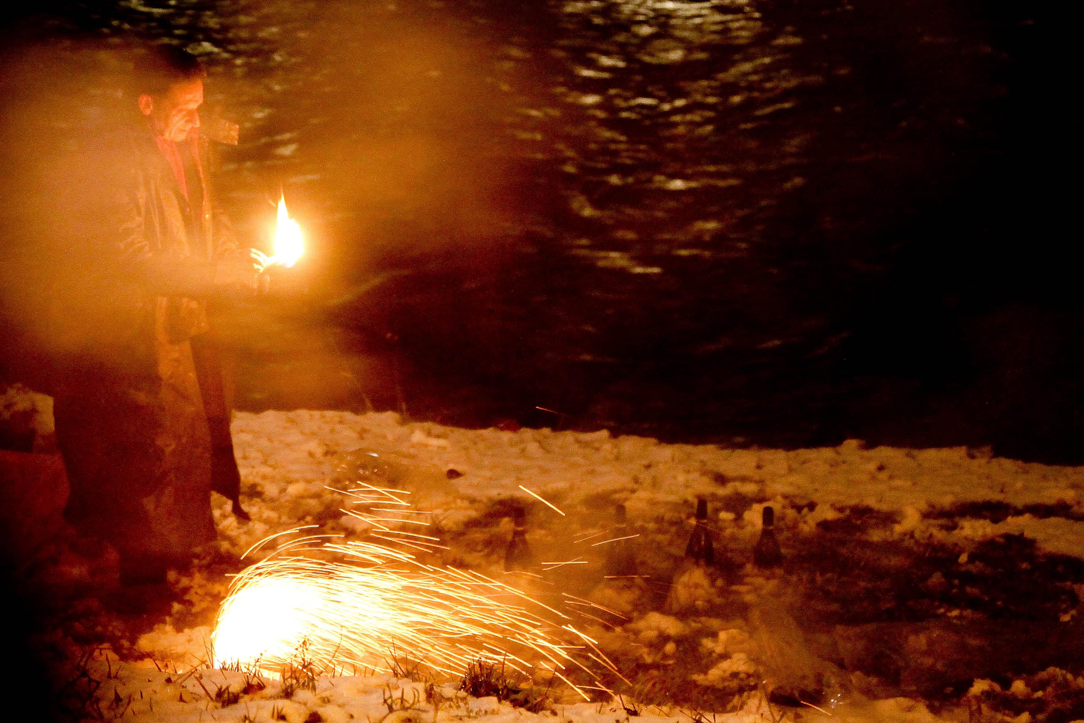 Entlang der Salzach ist jeder ein Feuerwerker
