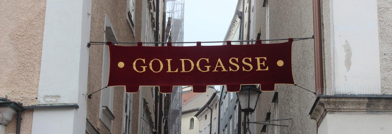 Die Goldgasse in der Salzburger Altstadt