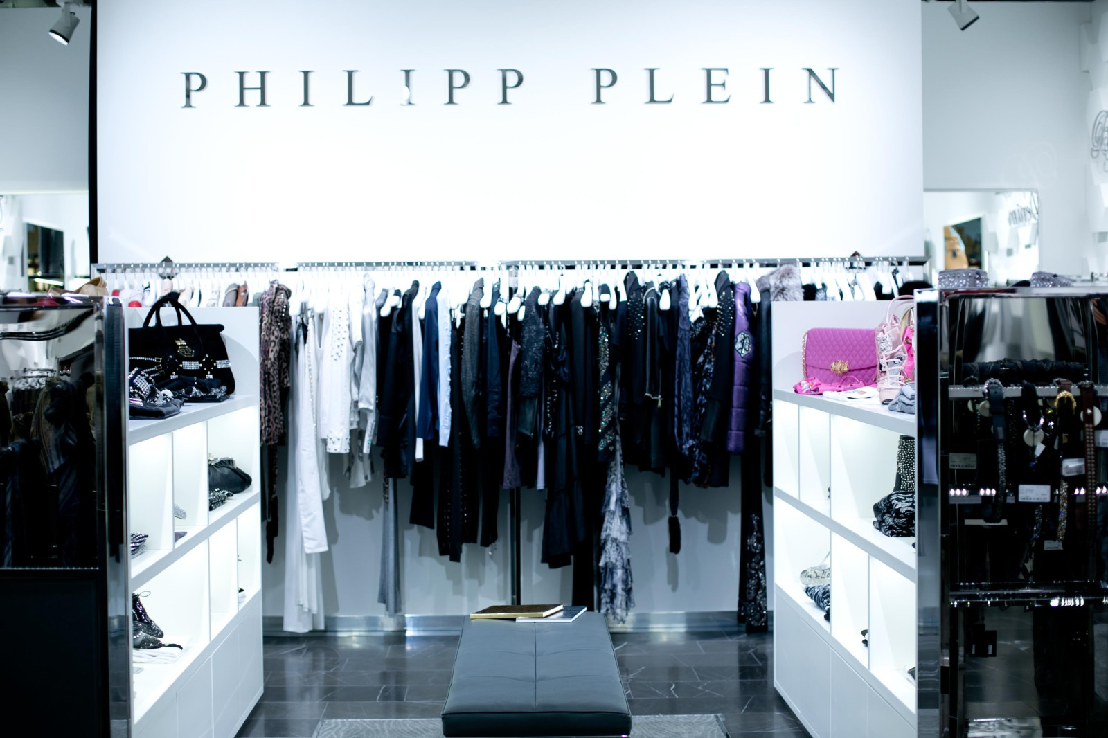 www philipp plein outlet 6am. Black Bedroom Furniture Sets. Home Design Ideas