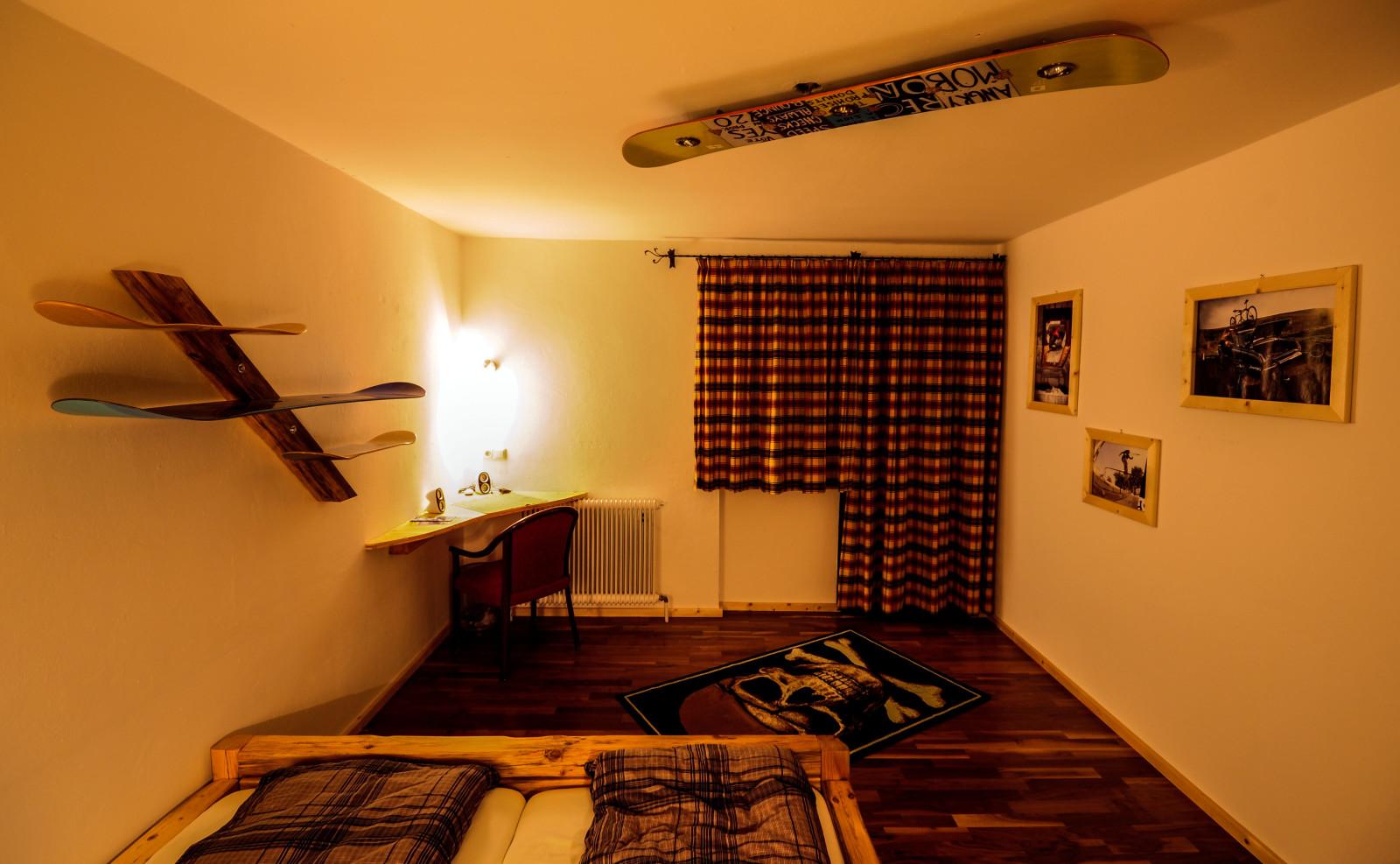 das surfcamp der alpen die freeride wg in kaprun. Black Bedroom Furniture Sets. Home Design Ideas