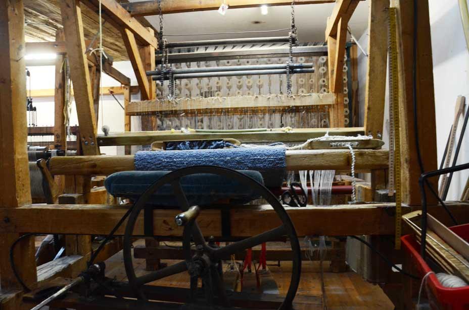 Handwebstuhl im zweiten Stock